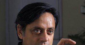 neharoo kee vajah se hee sambhav hua kee ek chaayavaala peeem bana: tharoor