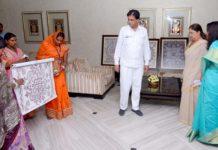 Chief Minister Raje appreciates images of Kantal art