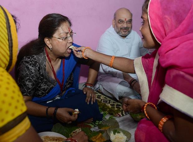 dalit-booth-worker-ramesh-amit-shah-on-pcaria-home-and-vasundhara-raje-food