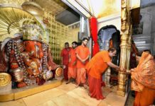 Chief Minister Vasundhara worshiped at the Moti Dungri Ganesh temple