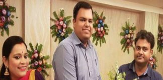 IAS Mukesh Pandey, IAS Mukesh Pandey Suicide, Buxar DM Mukesh Pandey, In-laws Rakesh Kumar Singh, Traders, Crime News, Latest Crime News, Ghaziabad Railway Station, Train Accident