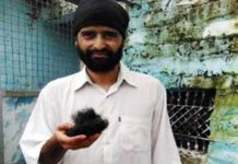 The peak katva gang is now seen on the men, a Sikh young man's beard in UP