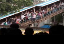 22 killed in a stampede in Mumbai, the rumor was the cause of the stampede