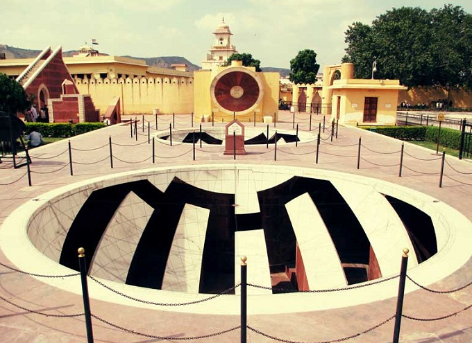 Jantar-Mantar Observatory, Curfew, Tourist Visions
