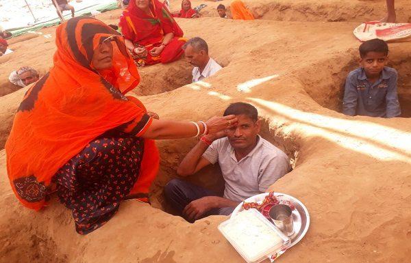 Farmers celebrate Bhaiyajyadas at the place of land Samadhi Satyagraha