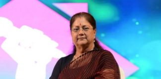 Aanganbadi center will be HiTech, CM gives Smartphone to Anganwadi Workers