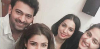 Raveena posted with Selfie 'Bahubali'