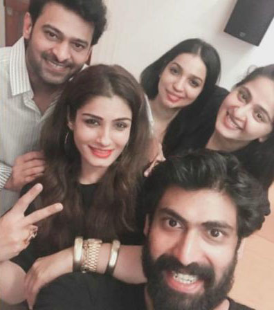 Raveena posted with Selfie 'Bahubali'