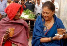 Chief Minister enjoys tea and khauri on stall