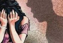 Father was caught by the motorcycle, then the girl was raped