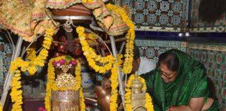 On Wednesday, Chief Minister Vasundhara Raje appeared in Sri Mangleshwar Mahadev Temple in Matru Kundia of Chittorgarh. They worship here