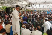 In protest against the increase in petrol-diesel and water rates, thousands of Congress workers from Jaipur on the Jaipur collectorate, Banipark, Jaipur Pracharak Congress Committee, and the strong protest under the leadership of President Pilot, District President Pratapsingh Khatriyavas and Leader of Opposition Ramesshar Dudi, Displayed
