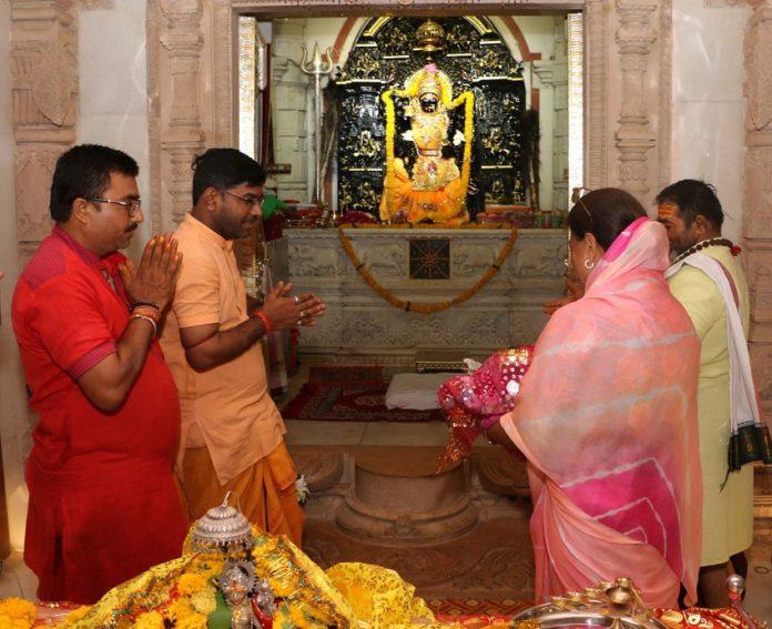 Chief Minister Vasundhara Raje worshiped at Tripura Sundari temple