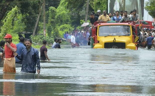 Kerala, flooding, relief, rescue work, hundreds, planes, 500 swatched boats, help