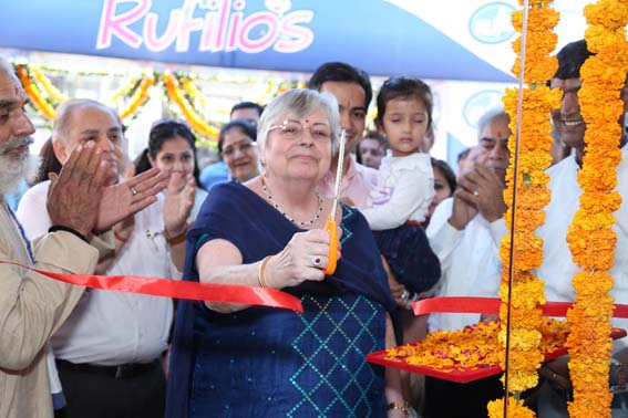 ritel mein utaree ruphil, jayapur mein kaiphe konsept vaale 10 deyaree paarlars kholane ka lakshy