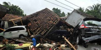 tsunami,Indonesia, 300 people die